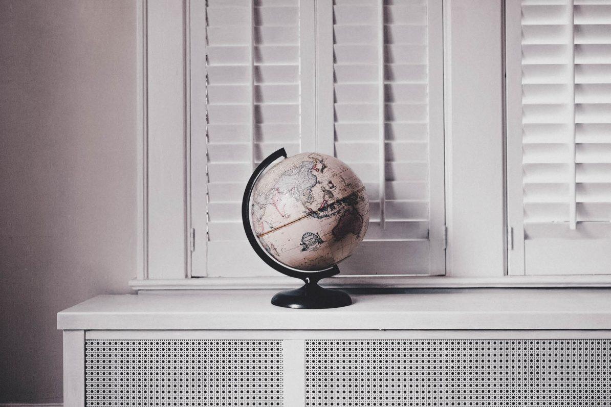 Alter Globus: Warum Reisen immer politisch ist
